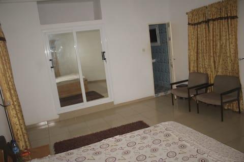 1 Chambre meublée et climatisée + WC interne