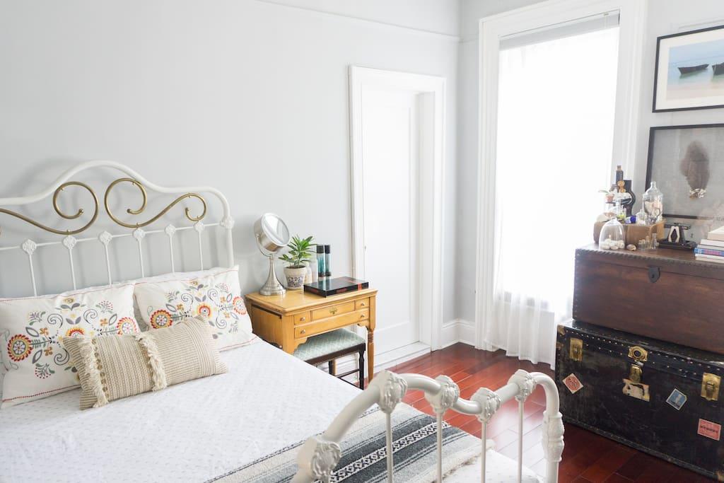 Entire floor in 1870 downtown brooklyn brownstone - Bel appartement de ville brooklyn new york ...