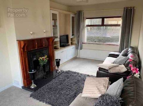 Cosy Little House in lovely quiet area near Town