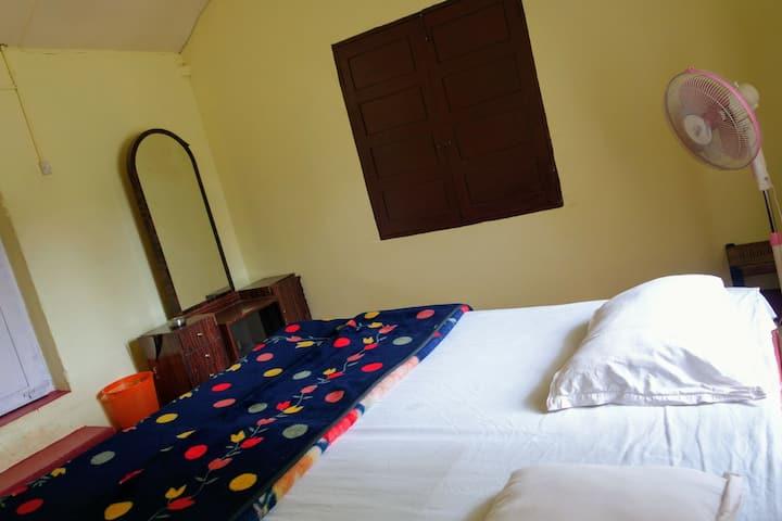 Room no.4 - O2 estate stay
