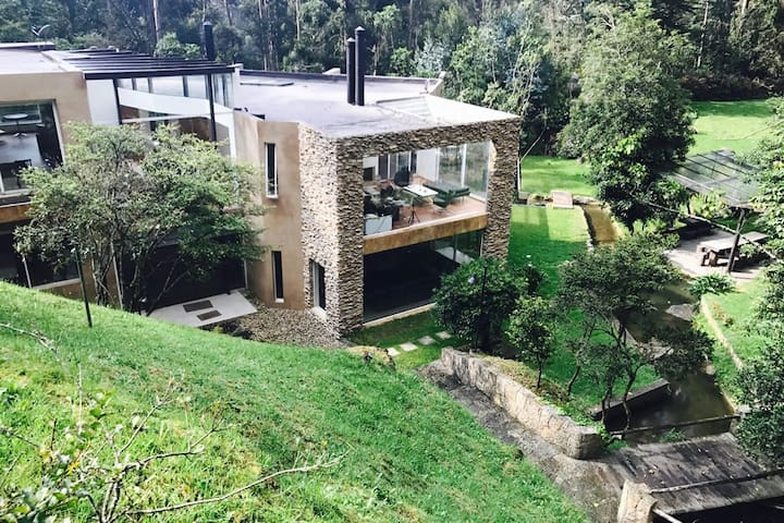 Bog001-Amazing property w/pool & garden in Bogota - Bogotá - Dům