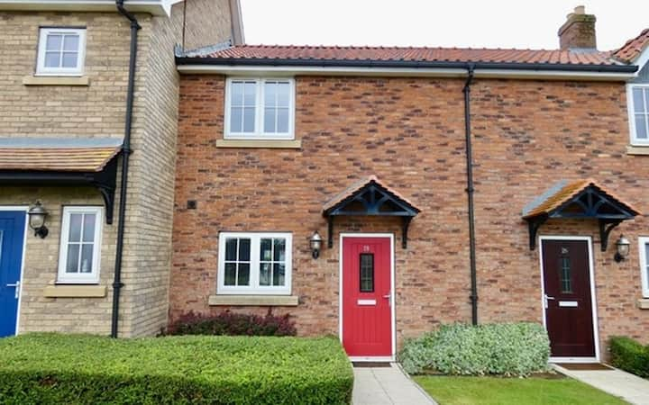 The Dog House, pet friendly two bed home from home