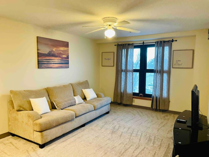 Spacious Downtown Apartment with W/D