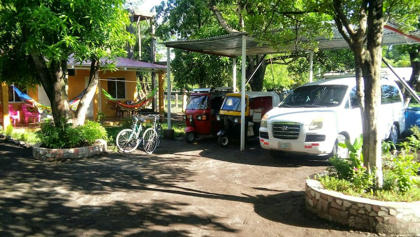 Stay with family on Ometepe Island - La Paloma - Bed & Breakfast