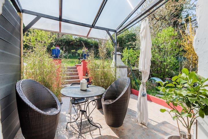 Charmant studio  avec vue sur le jardin