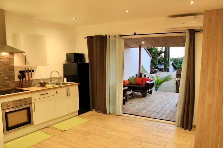 Studio avec terrasse au calme à l'Étang-Salé