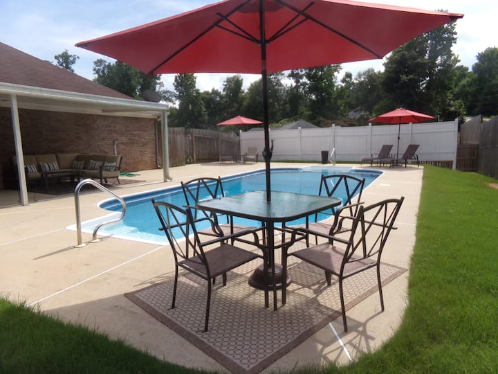 Poolside Home - 10 min to Downtown Columbus