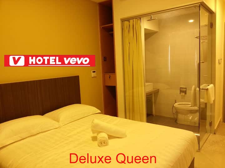 Deluxe Queen Room with windows