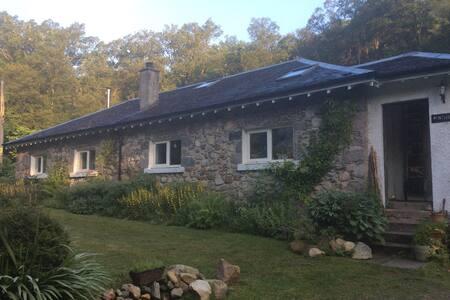 Remote rural cottage in Scottish Gl - Fasnacloich - บ้าน
