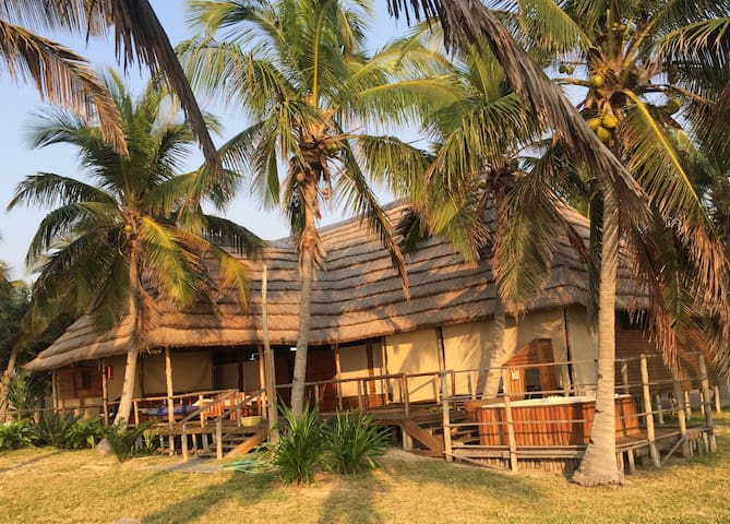 Linga Linga Palm Beach Lodge