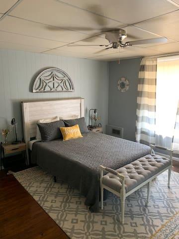 Queen Bedroom (Gray)