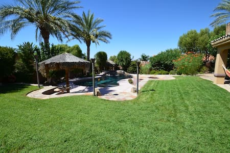 Pvt Guest House w/pool, BBQ, View of Vegas strip! - Henderson - Casa de huéspedes