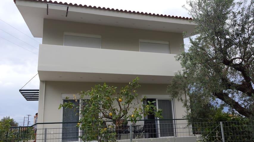 ECO VILLAS A1 - Diakopto - บ้าน