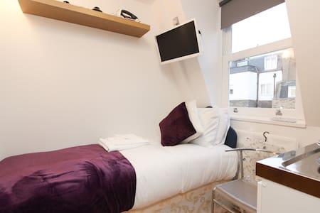 Compact Single Studio next to Hyde Park H405 - London - Lejlighed