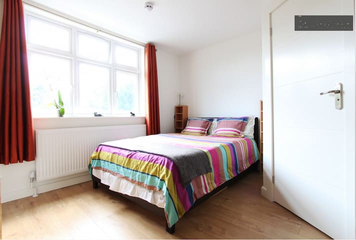 Affordable Cosy Studio Ideal Short/Medium Stay NW2