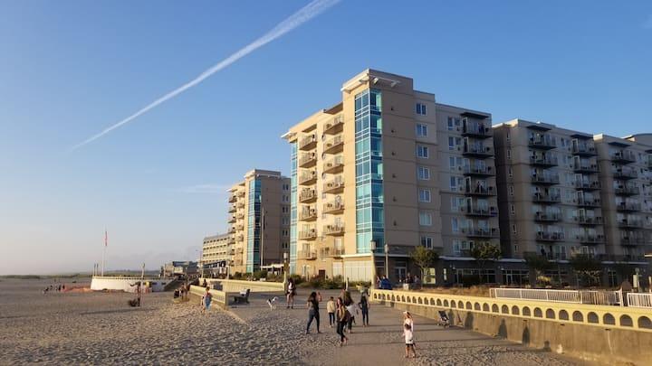 1 Bedroom Condo @ Seaside Oceanfront Resort w/Pool