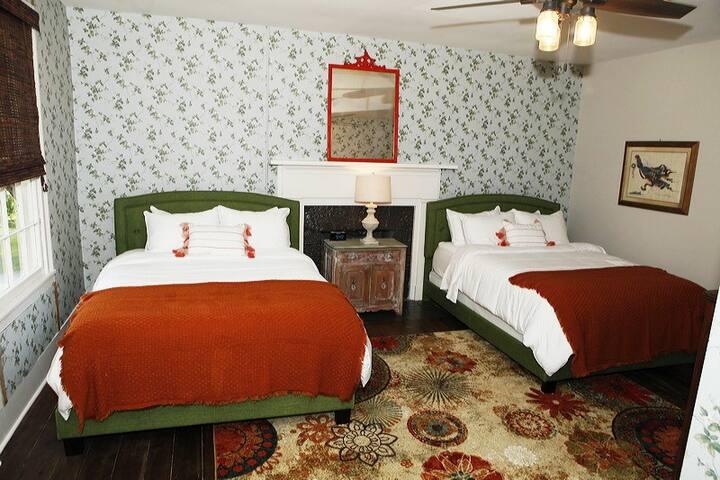 Upstairs Bed Room #3 - 2 Queen Beds
