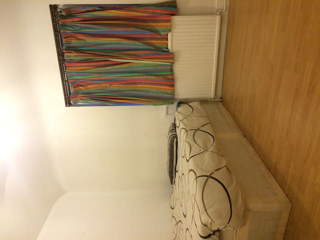 Spacious Double room near Heathrow - Hounslow - Departamento