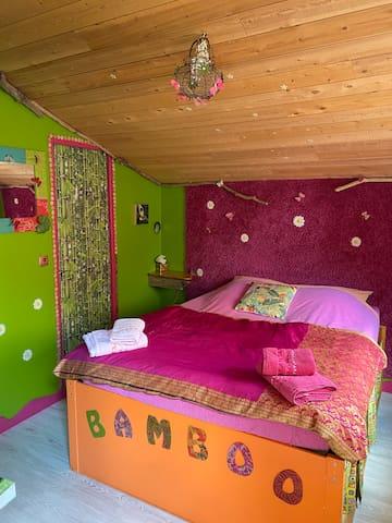 chambred hôtesBAMBOO indépendante calme et colorée