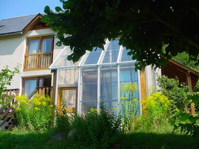 Maison en balcon sur la vallée d'Aure - Arreau - Dům