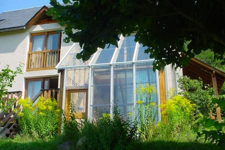 Maison en balcon sur la vallée d'Aure - Arreau - Casa