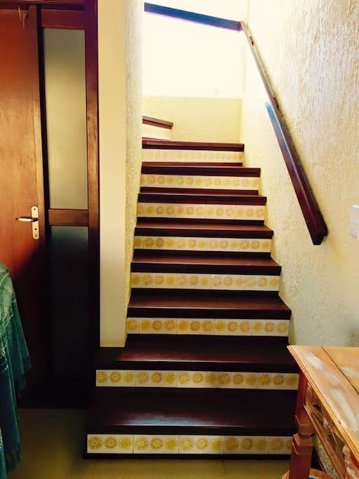 Escada acesso andar superior