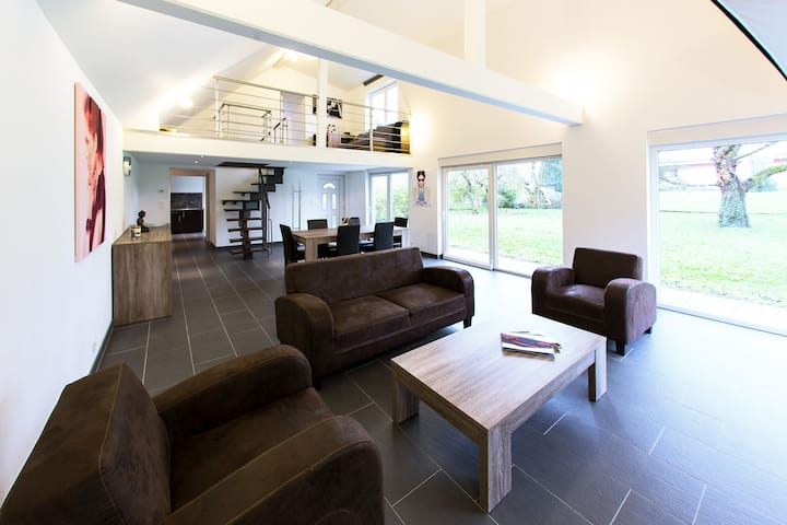 Beautiful Modern House 6people. with Big Garden