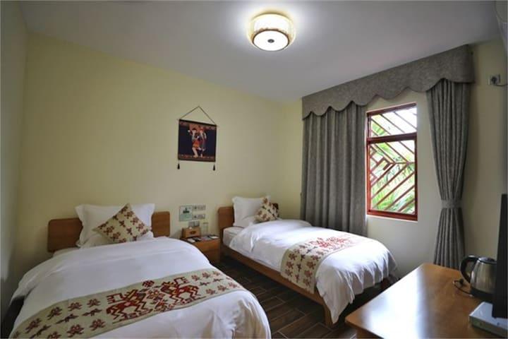 三亚民族风情五椰级*中廖村最美悠然居双床房~近亚龙湾呀诺达槟榔谷