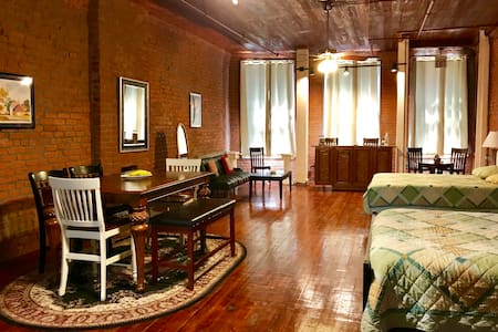 Historic Downtown Apartment 1 Minute from FQ 3B