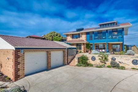 2 Rooms in gorgeous seaview home by the beach - Quinns Rocks - Bed & Breakfast