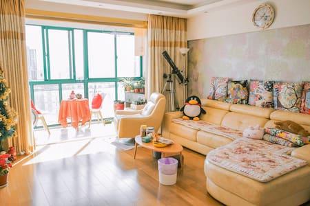 外滩临江豪景公寓の简清新明朗式软软床 - Shanghai