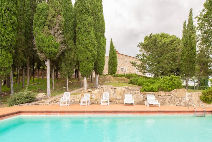 Medieval fortress restored with pool by Vacavilla