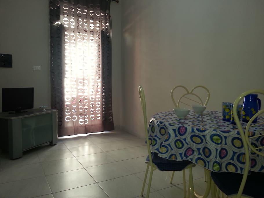 Ampia Cucina soggiorno  con TV