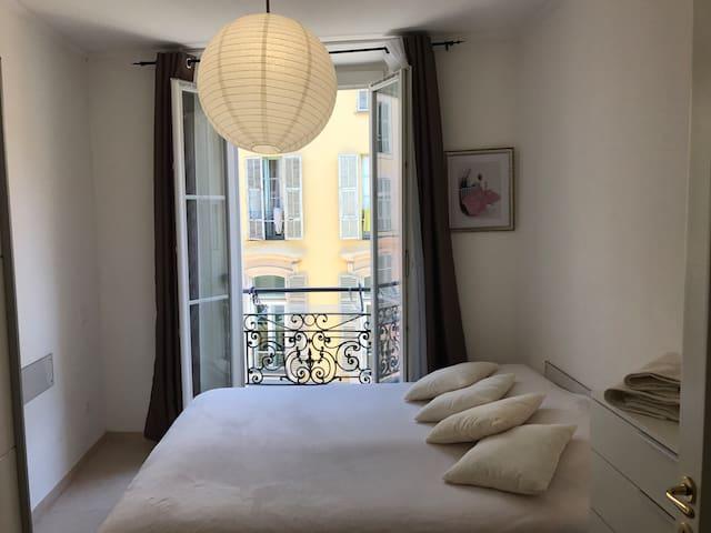 Chambre privée 1 lit pour 2 personnes centre ville