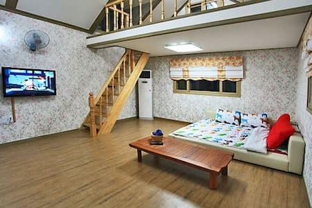 브로힐펜션 2층 라즈객실 - Ungcheon-eup, Boryeong-si - Casa