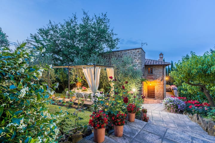Torre del Cielo - Luxury Villa Rental with private swimming pool in Monterchi, Tuscany