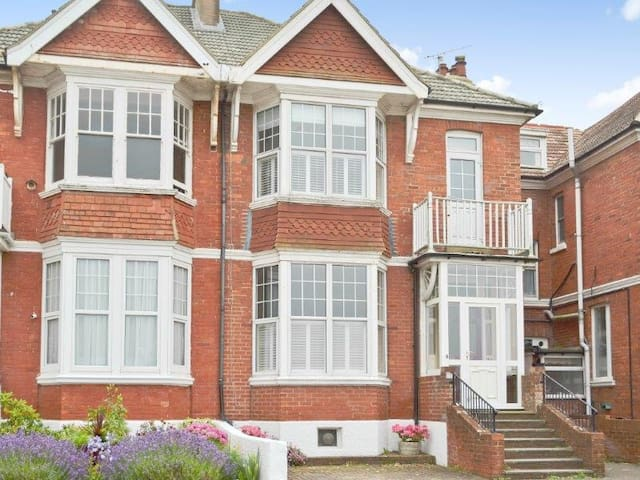 Charming Edwardian house by sea. - Bexhill - Bed & Breakfast
