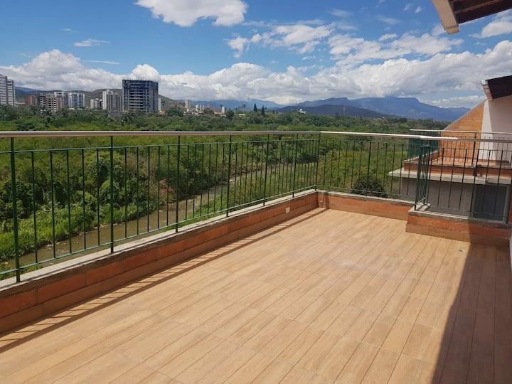 Terraza con brisas del rio, ubicado y gran vista!