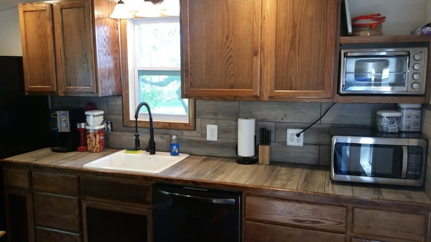 3 Wooded Acre Home near Beaches and Golf courses