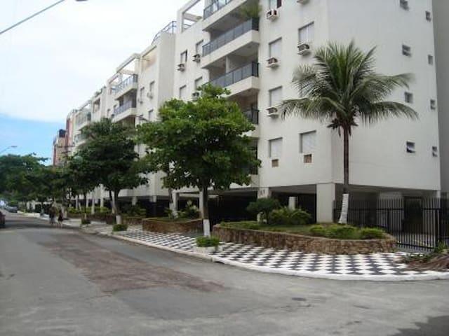 Apartamento a 1 quadra da praia Enseada
