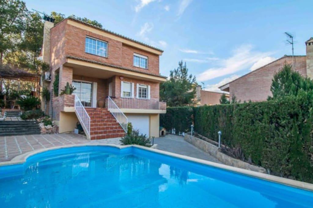 Casa con jard n y piscina chalets en alquiler en la for Camping con piscina climatizada en comunidad valenciana