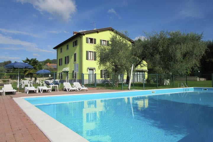 Manor house in Bardolino, Lake Garda. Swimming pool, large garden and Wi-Fi.