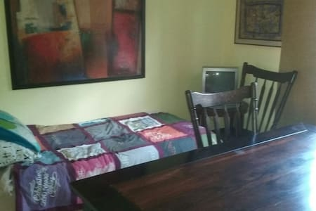 15 minutes to NYC shared apartment - Englewood