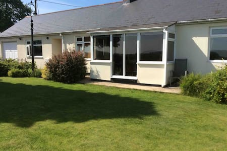 Entire clean fully equipped 3 bed bungalow.Wifi.