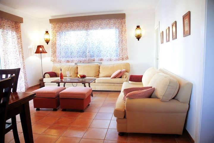 SOL VERI. Elegant Villa with private pool and BBQ. - El Arenal - Hytte (i sveitsisk stil)