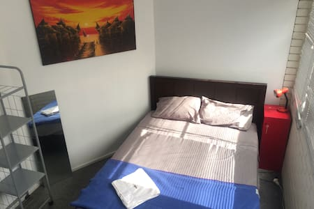 Bright private double room, share living/workspace - Canterbury - Loft