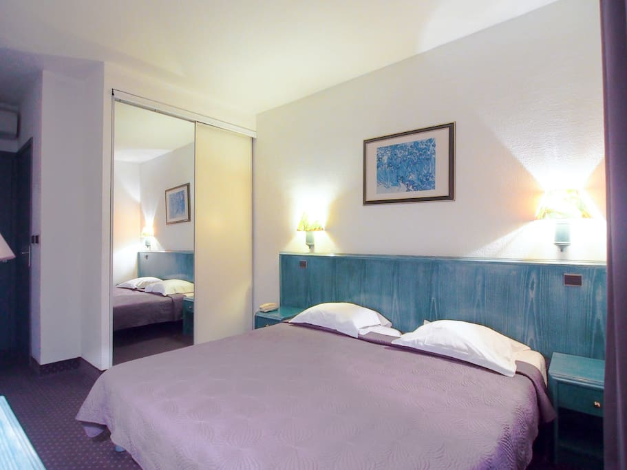 Charming room 1 small family hotel juan les pins for Boutique hotel juan les pins