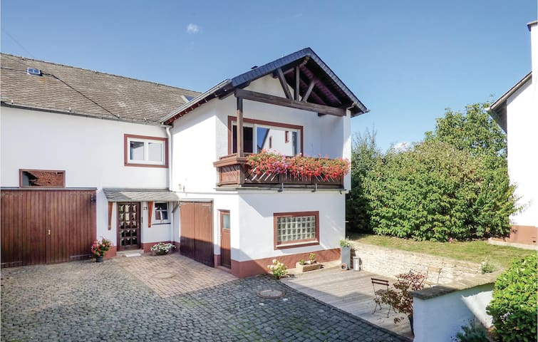 Semi-Detached with 3 bedrooms on 100m² in Wiesbaum