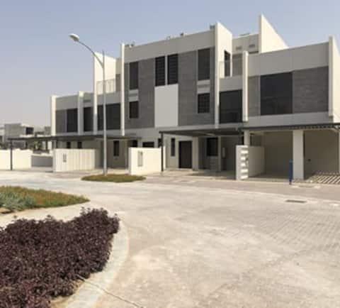 6 bed rooms in Dubai  迪拜alqudra路的6卧室别墅,设有5间浴室,厨房,设