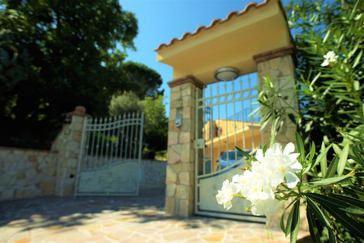 Detached 3 bed Villa with private Pool & Garden - Castroreale